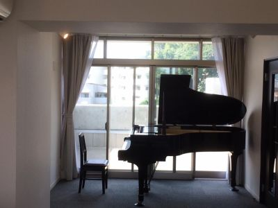 クローバルホール 20畳 貸しホールの室内の写真