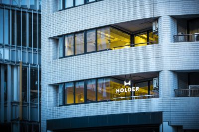 HOLDERjingumae6の外観です。外からもHOLDERのサインが輝きます - HOLDER jingumae6 4階会議室の外観の写真