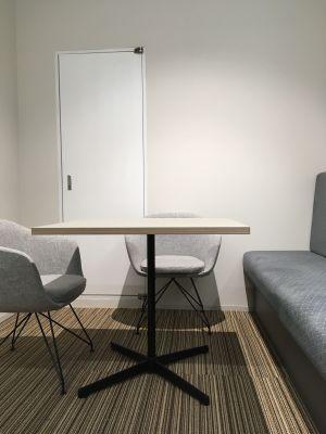 【3人部屋】ホワイトボードあります。 - ATOMica 貸し会議室【3人部屋】の室内の写真