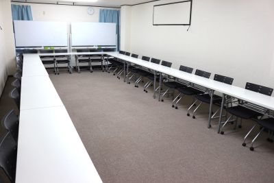 新宿会議室倶楽部 RoomB 新宿三丁目駅4分格安貸し会議室3の室内の写真