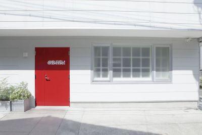 スタジオアットベーネ キッチンスタジオの入口の写真