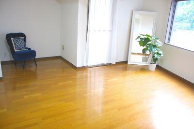 Salon de Spirit ヨガスタジオ・サロンスペースの室内の写真