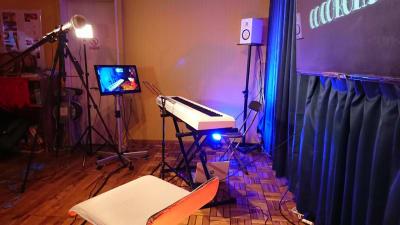 小編成ライブも可能! - シェアスペースココロンド 仲間とワイワイ!レンタルスペースの室内の写真