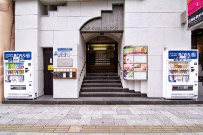 心斎橋レンタル美容室 302 心斎橋駅近のレンタル美容室の入口の写真