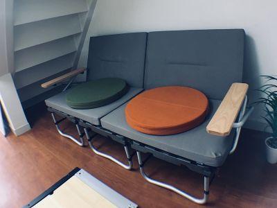 おしゃれなキャンプ用ソファーあります。 - 【キャンプルーム神戸三宮】 パーティ/会議/ボードゲームの室内の写真