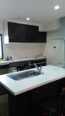 キッチン リクシル最新3年前は - さいたま市Shikate レンタルリビングの室内の写真