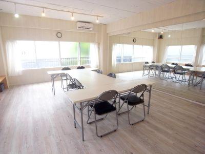 スクール、ワークショップとしても使用可能。 - KOBE RENT SPACE Aスタジオ(3F)多目的スペースの室内の写真