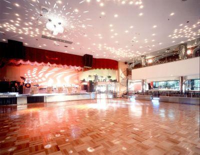 ダンスホール新世紀 ダンスホールの室内の写真