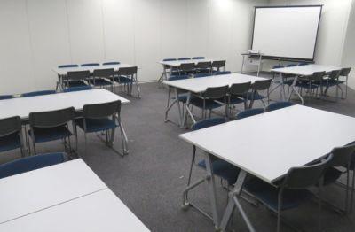 レイアウト例 - レアルコンサルティング株式会社 大会議室(セミナールーム)の室内の写真