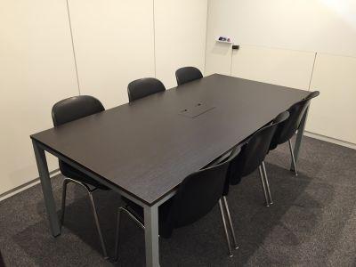 控室(有料)1時間~ご利用いただけます - レアルコンサルティング株式会社 大会議室(セミナールーム)の室内の写真