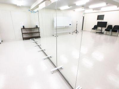 ★全身ミラー可動式【180×80】計7枚 - FLASHスタジオ-渋谷- レンタルスタジオの室内の写真