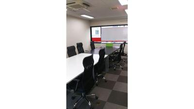 【ビクトリー会議室】 プロジェクタ無料の貸し会議室♪の室内の写真