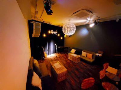 町田Reverie カフェバー&ライブスペースの室内の写真
