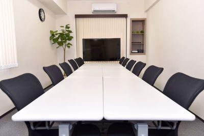 エキチカ会議室モノトーン 貸し会議室の室内の写真