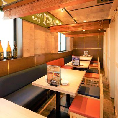 『ジョニーの酒場&テラスBBQ』 屋内席スペースの室内の写真