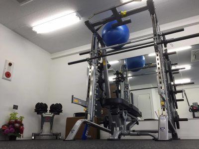 プレート127.5kgまで スミスマシンあり - Hearts Bridge高宮 レンタルジム・スタジオの設備の写真