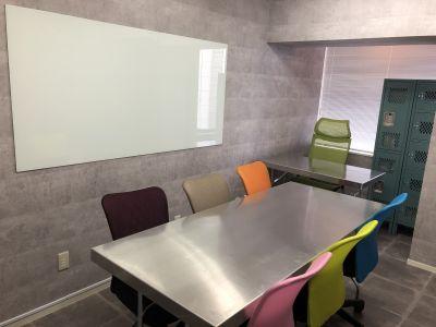 ピカピカのガラス製ホワイトボード! - SSS渋谷 SSS渋谷 レンタルスペースの室内の写真