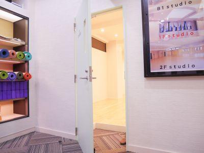 STUDIO TENORAS レンタルスタジオ 1Fの入口の写真