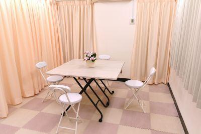 個別ミーティングやZoom会議など利用例 - 健康ひろば-ここから相談.Com レンタルサロン・貸会議・セミナーの室内の写真