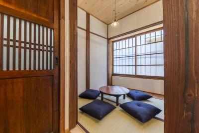 一階:和室(2帖)。ちゃぶ台+畳で和の雰囲気。 - 月島長屋 多目的スペースの室内の写真