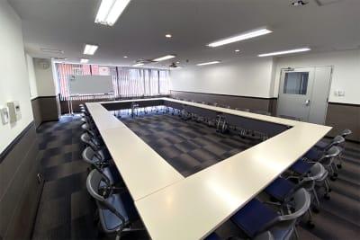 名古屋会議室 名古屋駅前店 第2会議室(9hパック備品付)の室内の写真