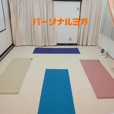 ヨガマットによるパーソナルトレーニングなど 4名まで可能です。 - 健康ひろば-ここから相談.Com レンタルサロン・貸会議・セミナーの室内の写真