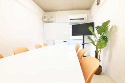 お気軽会議室 新大阪 ソレイユ新大阪 会議室の室内の写真