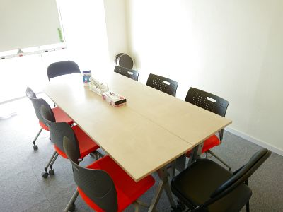 MEETING ROOM 85