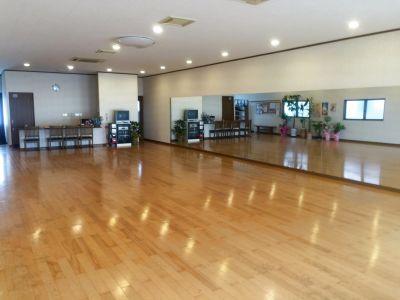 ダンスや余興の練習にご利用いただいています。大きな鏡を設置しています - 橋本ダンススタジオ