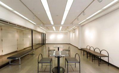 居心地のいいレンタルギャラリースペースです。 作品展示や商品の展示会、物販会、ポップアップストアとしてのご利用も可能です。 - 【渋谷】宮益坂十間スタジオ