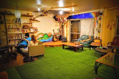 駅近!シェアハウス内20畳超えの広々リビング。イベントやワークショップに最適! - JamHouse天照 Co-Living Space