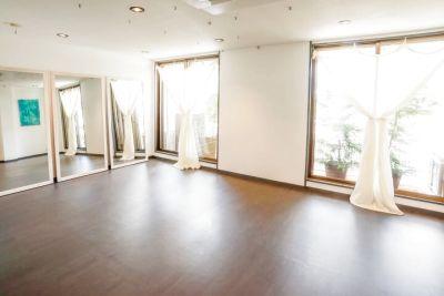駅から2分!エステベット、ヨガマットetc無料貸出◎オフ会、会議、ダンスレッスン等目的に合わせてご利用ください♪ - レンタルサロン・スペース「PRENDRE-プランドール-」