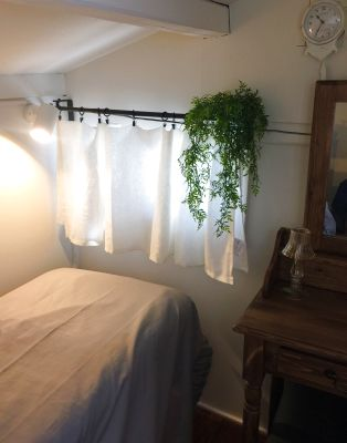 秘密の屋根裏を思わせる小さな個室です。 - salon Lilycal