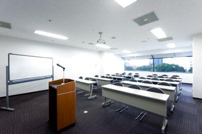 【大阪ビジネスパーク駅徒歩3分/最大30名】アクセス良好!セミナーや講座、展示会まで自由自在にレイアウト可能【3会議室】 - 大阪会議室 ツイン21MIDタワー会議室