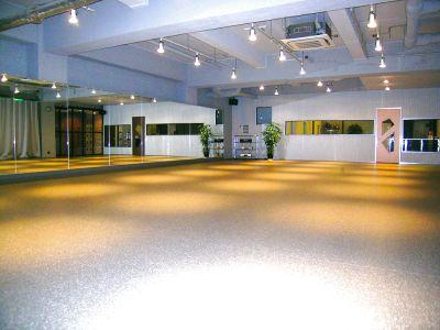 とても広いスタジオで深夜もレンタル可能 - アンダーワールド・ダンススペース