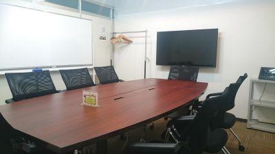 【東梅田】完全個室!単独Wi-Fiの利用が可能な貸し会議室 - 東梅田センターオフィス会議室