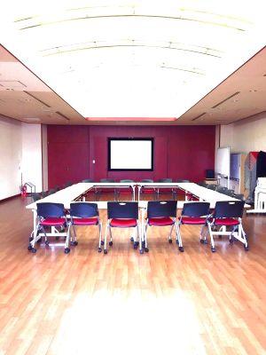 【多摩】集まりやすい多摩センター駅前!42名収容で会議やセミナーに便利 - NATULUCK多摩センター
