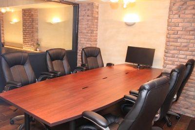 ゆったり完全個室!応接室クラスの貸会議室・レンタルスペース - 西新橋 貸会議室&電源・WiFiくつろぎカフェ|ロジカフェ