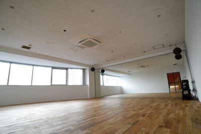 新しく光が丘にオープンしました敷地面積120㎡のダンススタジオと多目的スタジオの2面あるレンタルスタジオ - STRADA STUDIO