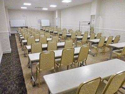 新横浜駅徒歩3分!60名収容の中会議室 - 新横浜3丁目大ホール【加瀬会議室】