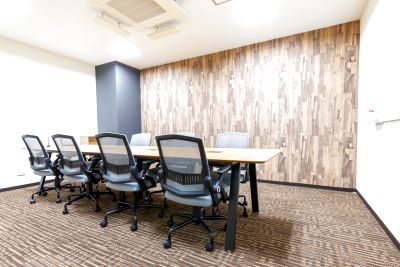 【松戸駅徒歩1秒】おしゃれなコワーキングスペースの8名様用会議室 - BIZcomfort松戸駅前