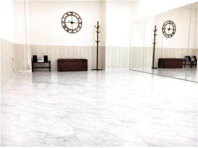 横浜関内!ダンス・撮影スタジオ♪OPEN特別価格でご案内♪Wifi・大型モニター完備!駅チカ便利!とても明るく清潔感があるスペース♪『ホワイトスタジオ』 - UraraDance横浜