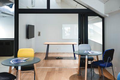 【OPENセール】《六本木駅徒歩五分》◆開放感溢れる会議室-wifi・モニター・ホワイトボード完備〈6名〉 - Blink community