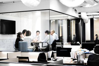 《六本木駅徒歩五分》クリエイティブな会議室-wi-fi・モニター・ホワイトボード完備〈6名〉 - Blink community