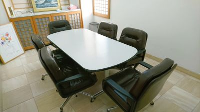 完全個室の会議室。打ち合わせや教室など使用にピッタリです - 綿谷ビル