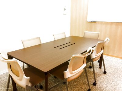 清潔でキレイな小規模会議室【少人数の打合せに最適】 - MYBASICOFFICE虎ノ門
