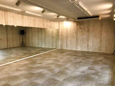最大25人収容可能!無料駐車場もあり、オシャレなダンススタジオ! - スタジオBUZZ新久喜校