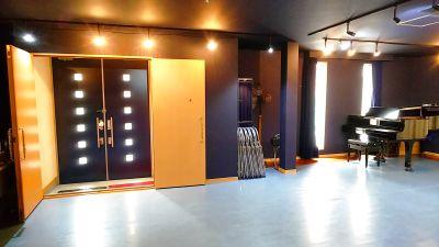 ご希望に応じて対応します!グランドピアノ♪大きな鏡のある広々スペース!音楽リハーサル、ダンスレッスンに最適。 - スタジオ アルテ・ピアッツァ