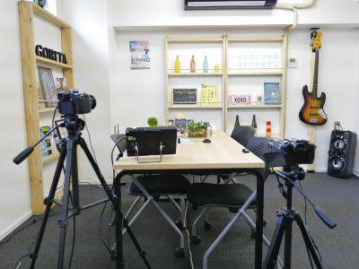 トークバラエティーの様な、対談方式で動画の生配信をすることができる、動画スタジオです。 - Goritaスタジオ