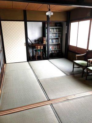 畳の間です。北向きの窓はガラス窓でゆっくりご懇親、ご歓談が可能です。 - 京町家 Tawaraya